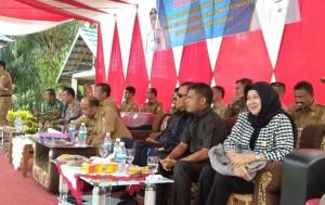 Dewan Dapil Tanjab Dampingi Gubernur Berikan Bantuan