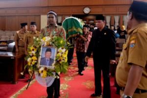 Ketua DPRD Lepas Jenazah Wakil Ketua DPRD Zoerman Manap