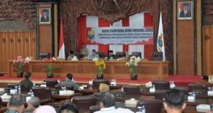 Sembilan Fraksi DPRD Tanggapi LKPj Gubernur Jambi