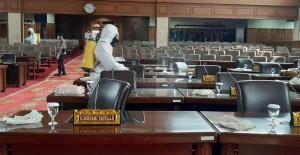 Gedung DPRD Provinsi Jambi Disemprot Disinfektan