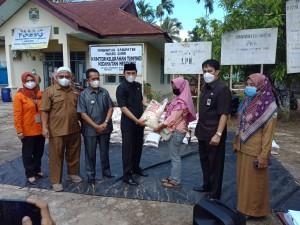 Ketua DPRD Pantau Penyaluran Bantuan Sosial Tunai di Kecamatan Mestong